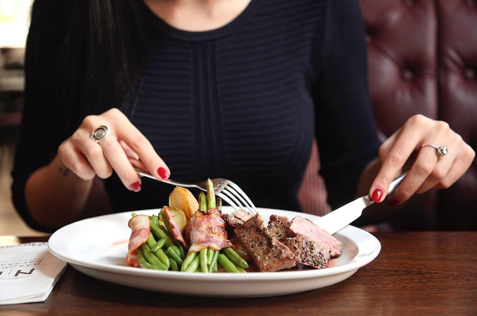 【お仕事休憩】ランチは外食?社内で弁当?【女子の気になるお昼ごはん事情】